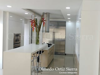 Modern kitchen by Cocinas Integrales Olmedo Ortiz Sierra Modern Wood Wood effect