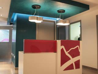 Hospitales de estilo  por Arquint Colombia, Moderno