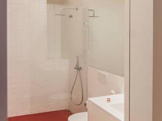 Baños modernos de Matos + Guimarães Arquitectos Moderno