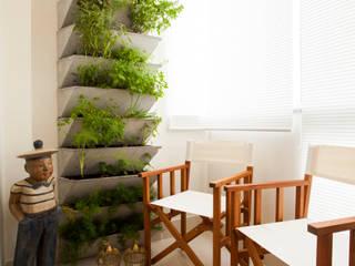 Estúdio HL - Arquitetura e Interiores Modern balcony, veranda & terrace