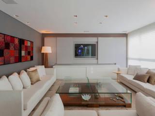 Móvel Home Theater: Salas de estar  por Escritório de Design Edwiges Cavalieri