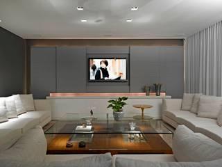 Projeto em Branco e prata Salas de estar modernas por Escritório de Design Edwiges Cavalieri Moderno