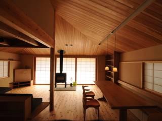リビング: 加藤武志建築設計室が手掛けたリビングです。,