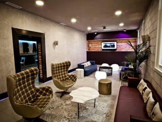 Living room by PEDINI MADRID · La Credenza estudio, Modern