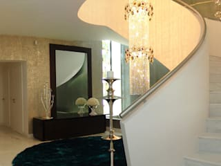モダンスタイルの 玄関&廊下&階段 の Belgas Constrói Lda モダン