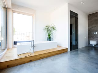 Fugenlose Bäder mit Terralime:  Badezimmer von Die Fliese art + design Fliesenhandels GmbH