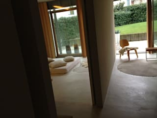 private interior in stezzano_bergamo: Camera da letto in stile  di stefania pellegrinelli+architect