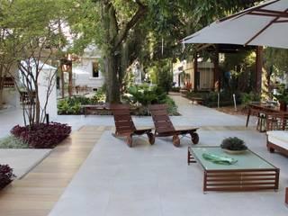 Modern style balcony, porch & terrace by Emmilia Cardoso Designers Associados Modern