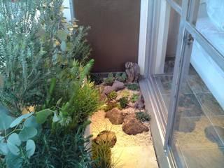 庭のあるベランダ: Shikinowa Designが手掛けた庭です。