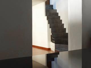 VOLTA C: Ingresso & Corridoio in stile  di 02arch