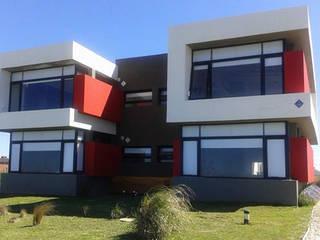 """Complejo """"Los Soles"""" Casas minimalistas de Comodo-Estudio+Diseño Minimalista"""
