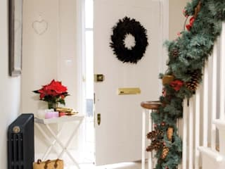 Victorian at xmas Classic style corridor, hallway and stairs by Simply Radiators Classic