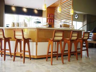 CAFE ROMERO Pasillos, vestíbulos y escaleras de estilo moderno de OCA ARQUITECTURA INTERIOR Moderno