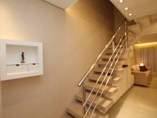 Modern Corridor, Hallway and Staircase by Pricila Dalzochio Arquitetura e Interiores Modern
