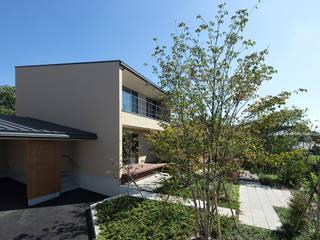高台の家 モダンな 家 の Atelier Square モダン