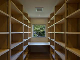 高台の家 モダンデザインの 書斎 の Atelier Square モダン 木 木目調