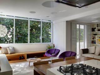 Apartamento Cupertino Durão.: Cozinhas  por Ateliê de Arquitetura