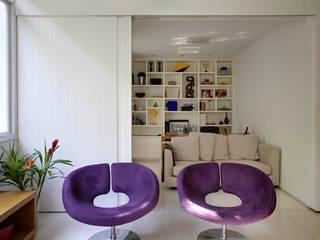 Apartamento Cupertino Durão. Salas de estar modernas por Ateliê de Arquitetura Moderno