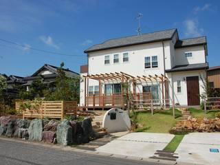 法面のある庭: 実庭ガーデンデザインが手掛けた庭です。