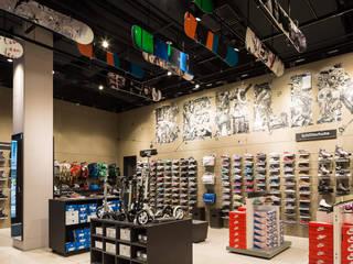 SportScheck Berlin Moderne Ladenflächen von Knappe Innenarchitekten Modern