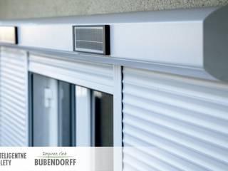 Rolety zewnętrzne solarne - ID2 SOLAR: styl , w kategorii Domy zaprojektowany przez Inteligentne Rolety Bubendorff