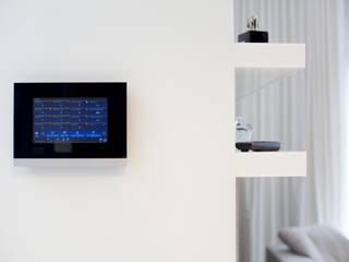 Inteligentny dom - system zarządzania instalacjami: styl , w kategorii Sypialnia zaprojektowany przez Inteligentny Budynek Polska