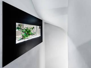 Scandinavian style corridor, hallway& stairs by Inteligentny Budynek Polska Scandinavian