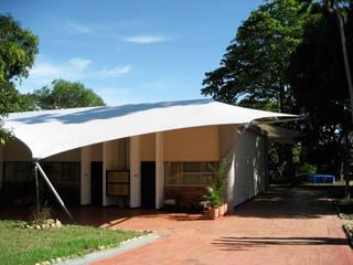 :: MEMBRANAS ARQUITECTÓNICAS - CLUB CAMPESTRE EL PUENTE :: Casas de estilo tropical de Diseños & Fachadas SAS Tropical