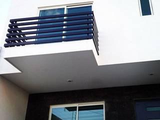 Minimalist houses by Grupo Arquitech Minimalist