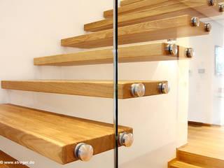 Modern Corridor, Hallway and Staircase by STREGER Massivholztreppen GmbH Modern