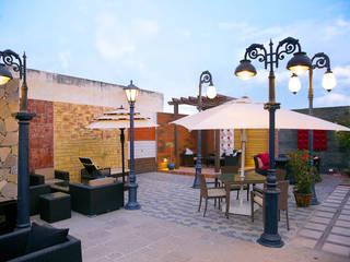 Balcon, Veranda & Terrasse modernes par DG DESIGNER LANDSCAPES LLP Moderne