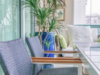 Residencial Super Quadra Atlantica : Terraços  por Arina Araujo Arquitetura e Interiores