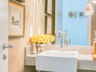 Residencial Super Quadra Atlantica : Banheiros modernos por Arina Araujo Arquitetura e Interiores