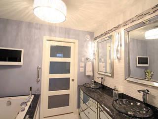 Award Winning Bathroom in Ontario, Canada ShellShock Designs Salle de bain moderne Tuiles Multicolore