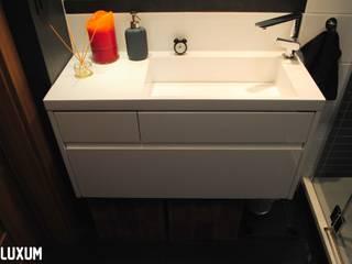 Nowoczesne wyposażenie w łazience w stylu etno Nowoczesna łazienka od Luxum Nowoczesny