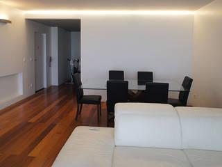 Apartamento T2 - Povoa de Varzim: Salas de jantar  por B3C