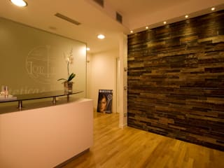 Roberto Catalini Int. Designer Office spaces & stores Engineered Wood Beige