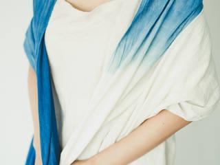インディゴ 手織りストールL ライトグラデーション カンボジア産 天然藍染め: hotori mementoが手掛けたです。