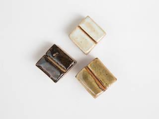カードホルダー 陶器 キューブ: hotori mementoが手掛けたです。