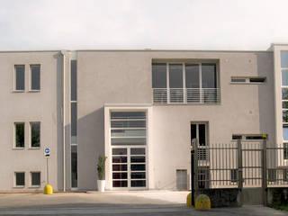 HEADQUARTER VOLPI S.P.A. Complesso d'uffici moderni di SANTACROCEARCHITETTI Moderno
