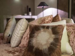 Room 230: Soggiorno in stile in stile Minimalista di Elena Kihlman