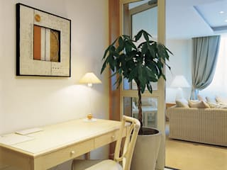 Roberto Catalini Int. Designer Corridor, hallway & stairsAccessories & decoration Engineered Wood Beige