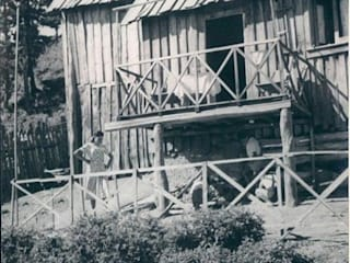 Immagine storica di una Baracca silana (foto dal web):  in stile  di Architetto Giovanni Marra Studio di Progettazione Integrata