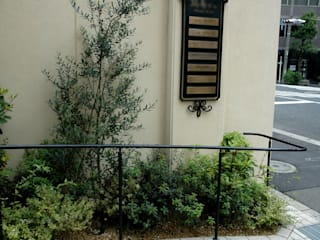 千代田区・Sオフィス: 有限会社イエナランドスケープが手掛けた庭です。,