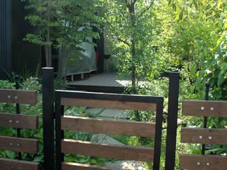 海老名市・F邸: 有限会社イエナランドスケープが手掛けた庭です。,