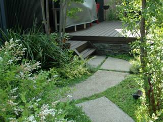 海老名市・F邸: 有限会社イエナランドスケープが手掛けた庭です。