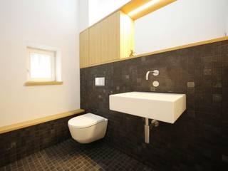 Mensch + Raum Interior Design & Möbel Baños de estilo moderno