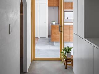 Modern Corridor, Hallway and Staircase by 内田雄介設計室 Modern