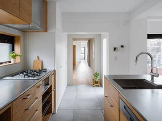 Modern kitchen by 内田雄介設計室 Modern