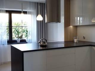 Projekt kuchni: styl , w kategorii Kuchnia zaprojektowany przez Projektowanie i aranżacja wnętrz Rogalska Design